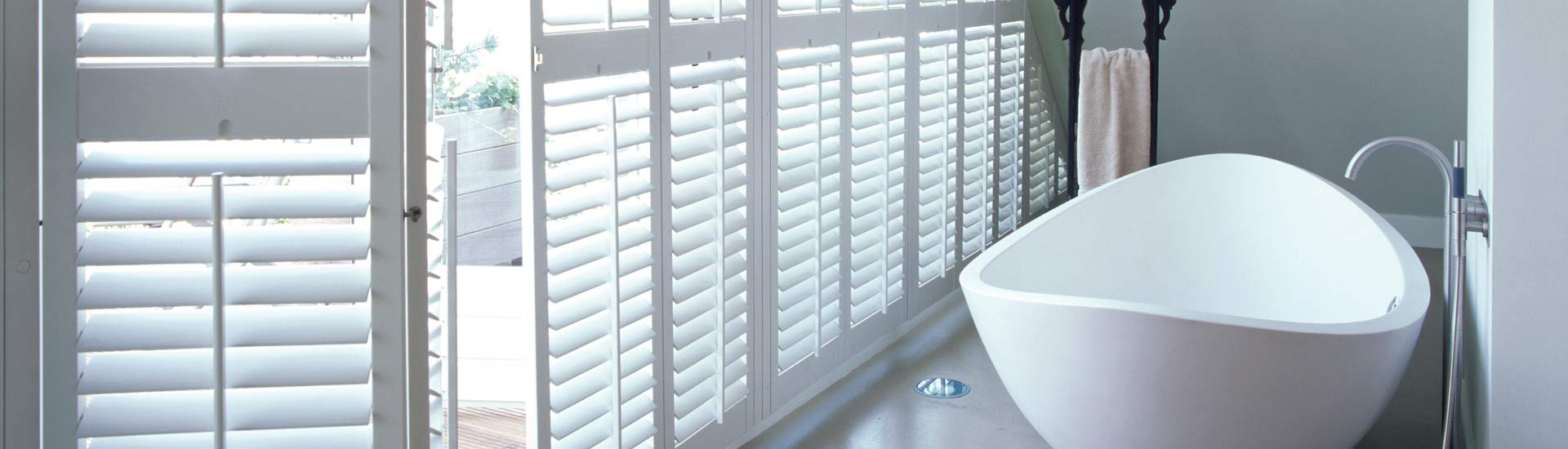 jasno shutters holzjalousien ambiente raumausstattung. Black Bedroom Furniture Sets. Home Design Ideas